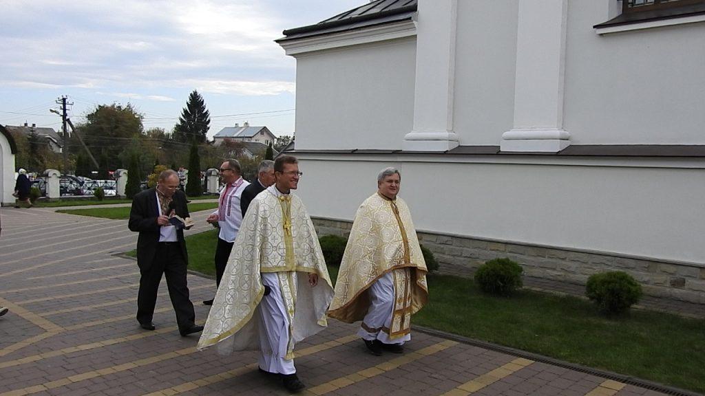 Хода навколо храму